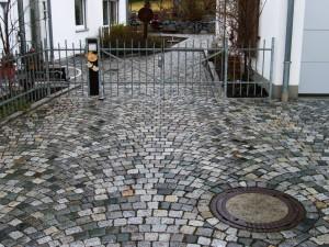 Granit ist ideal für täglichen Belastungen durch Fahrzeuge!